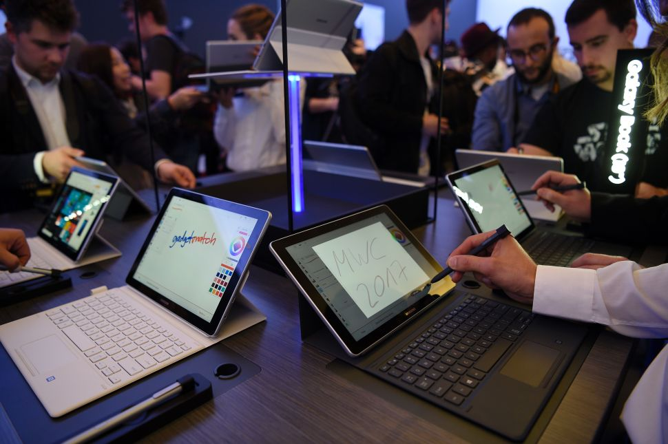 Which Is Better: Samsung Galaxy Book or Microsoft Surface Pro 4?