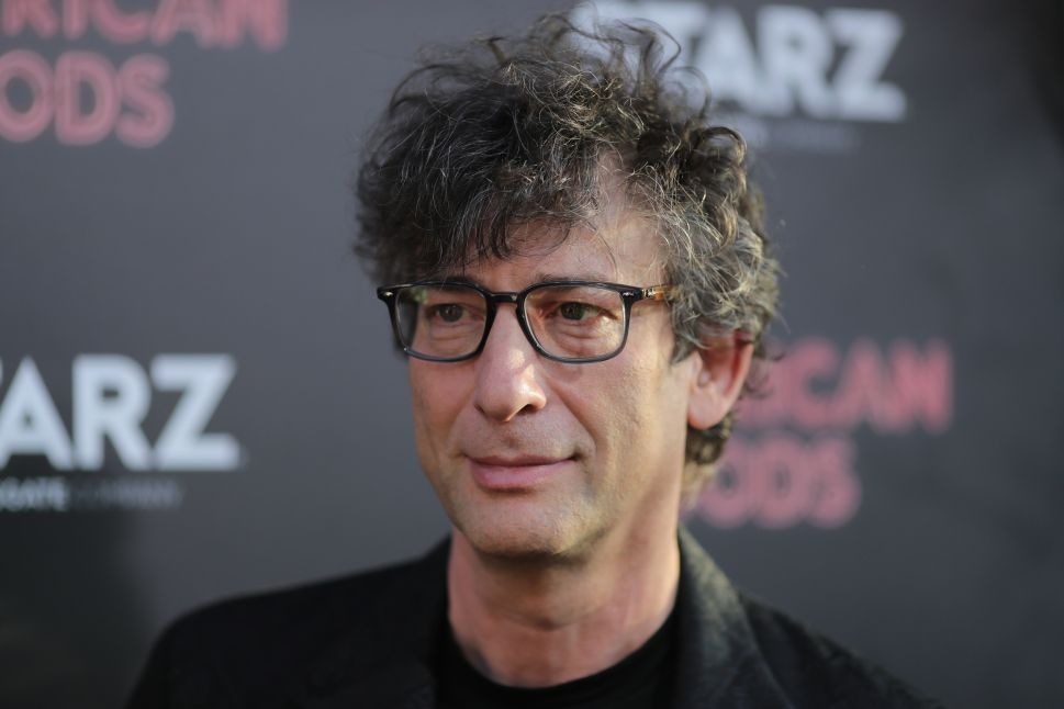 Neil Gaiman Will Do a Live Reading of the Cheesecake Factory Menu for Syrian Refugees