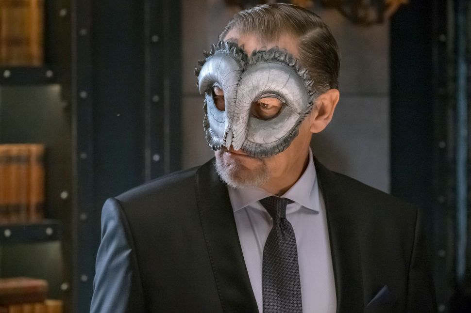 'Gotham' Reference Guide 3×16: Birds of a Feather