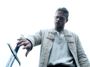 Charlie Hunnam in King Arthur: Legend of the Sword.
