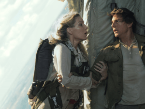 Annabelle Wallis and Tom Cruise in The Mummy.