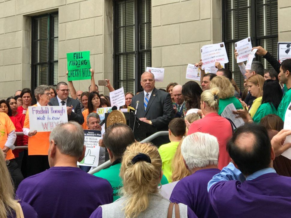 Sweeney Pledges More Aid for Underfunded NJ Schools