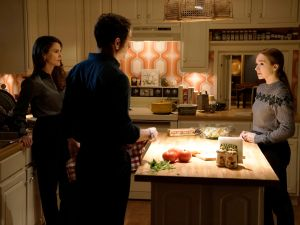 Keri Russell as Elizabeth Jennings, Matthew Rhys as Philip Jennings and Holly Taylor as Paige Jennings.