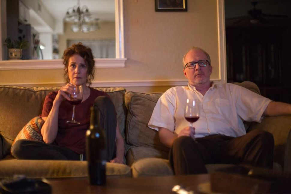 Middle-Aged 'Lovers': Debra Winger and Tracy Letts Shoot the Shit