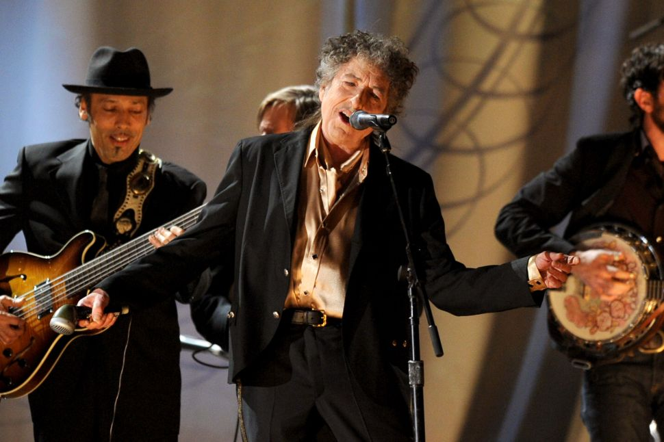 To Remain Still Would Be a Lie, and Bob Dylan on Stage Does Not Lie