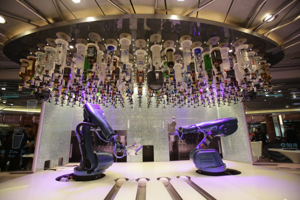 A Bar With Robot Bartenders That Stir, Shake and Garnish Is Opening in Las Vegas