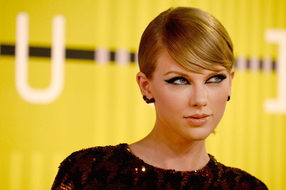 Taylor Swift Already Wants to Be Her New Boyfriend's Neighbor