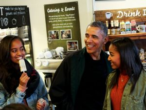 Barack Obama, Sasha Obama and Malia Obama.