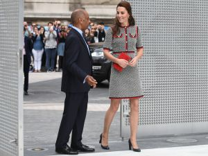 Kate Middleton wears Gucci to the museum.