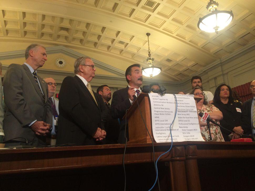 NJ Government Shuts Down Amid Horizon Deadlock