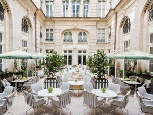 Take a step inside the relaxing garden of the Hôtel de Crillon.