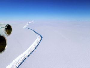 The massive crack where the iceberg broke.