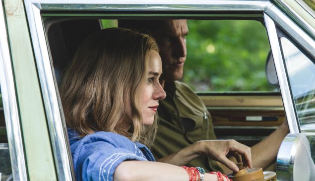 Naomi Watts and Woody Harrelson in The Glass Castle.