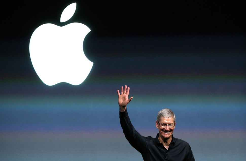 Trump Casts Doubt on Apple's Quarterly Earnings Call With Off-Record Expansion Claim