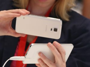 BERLIN, GERMANY - SEPTEMBER 03: A visitor looks at a Galaxy Note 5 smartphone at the Samsung stand during a press day at the 2015 IFA consumer electronics and appliances trade fair on September 3, 2015 in Berlin, Germany. The 2015 IFA will be open to the public from September 4-9. (Photo by Sean Gallup/Getty Images)