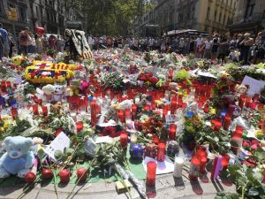 People display flowers, candles, balloons and many objects to pay tribute to the victims of the Barcelona and Cambrils attacks on the Rambla boulevard in Barcelona on August 21, 2017, four days after the Barcelona and Cambrils attacks that killed 15 people.