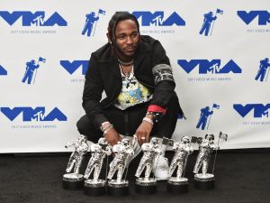 Kendrick Lamar with his six statues.