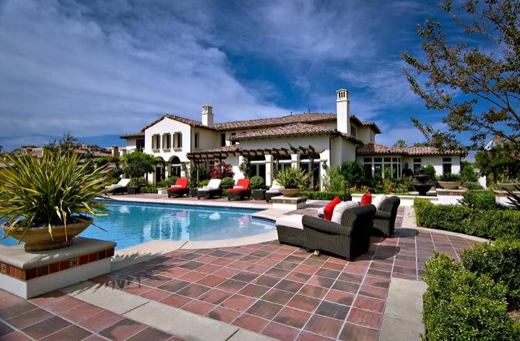 15 Celebrity Starter Homes, From Leonardo DiCaprio to Gigi Hadid