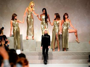 The major supermodel moment at Versace.