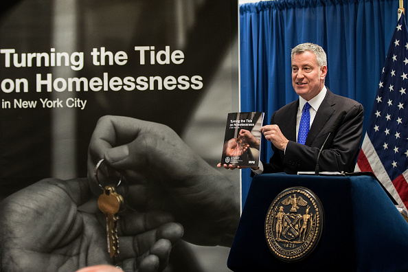 De Blasio and Cuomo Spar Over Homeless People on the Subway