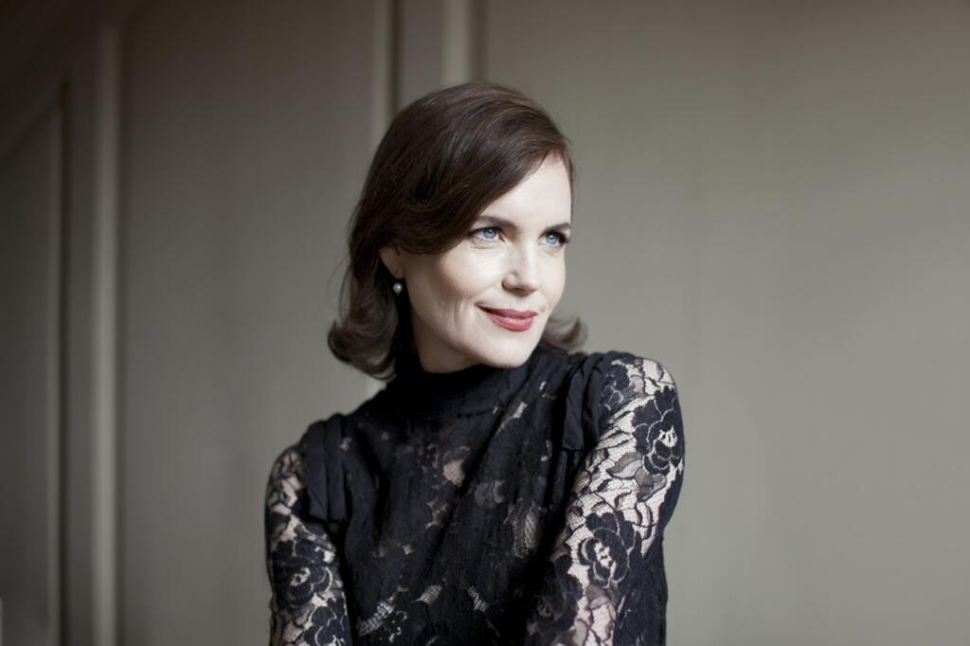 Downton Ditto: Elizabeth McGovern Plays an Affluent Matriarch Across the Pond