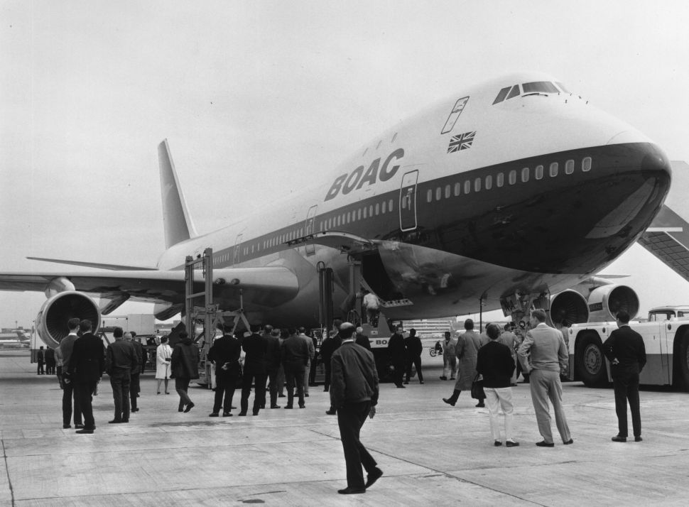 Passengers Bid Adieu to 'The Queen of the Sky' Boeing 747