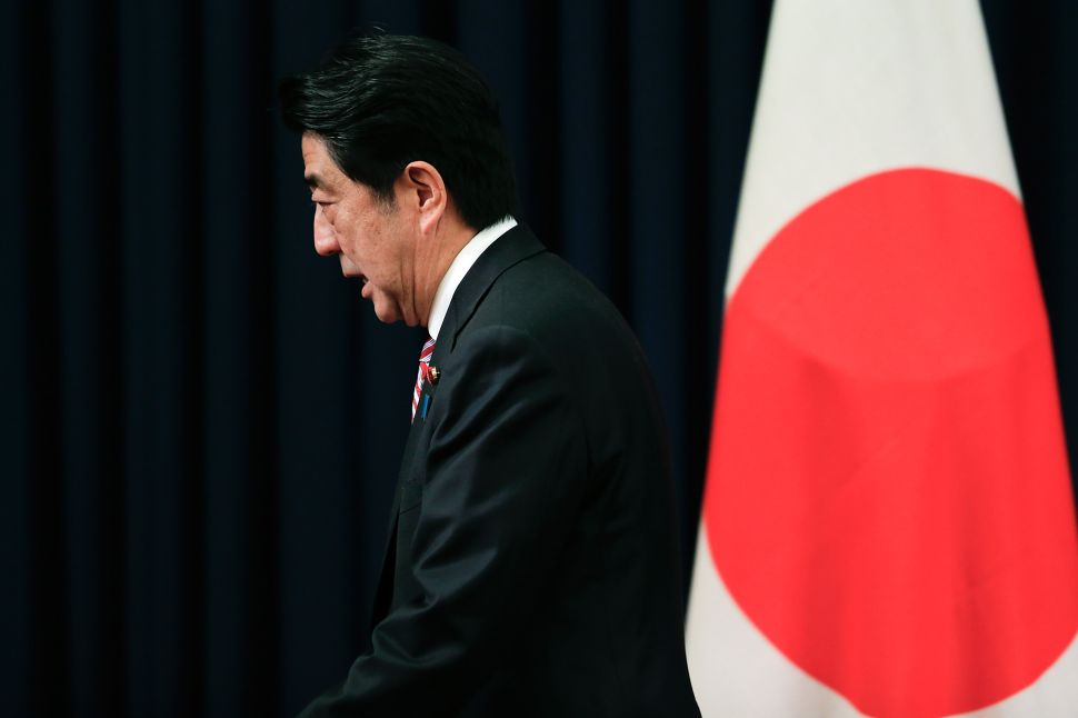 Shinzo Abe Hopes to Hold on to His Seat as Populist Wave Spreads to Japan