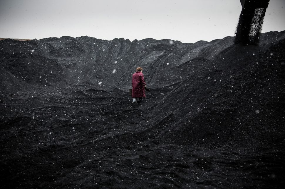 Through Tears, Ukraine Celebrates the Arrival of US Coal