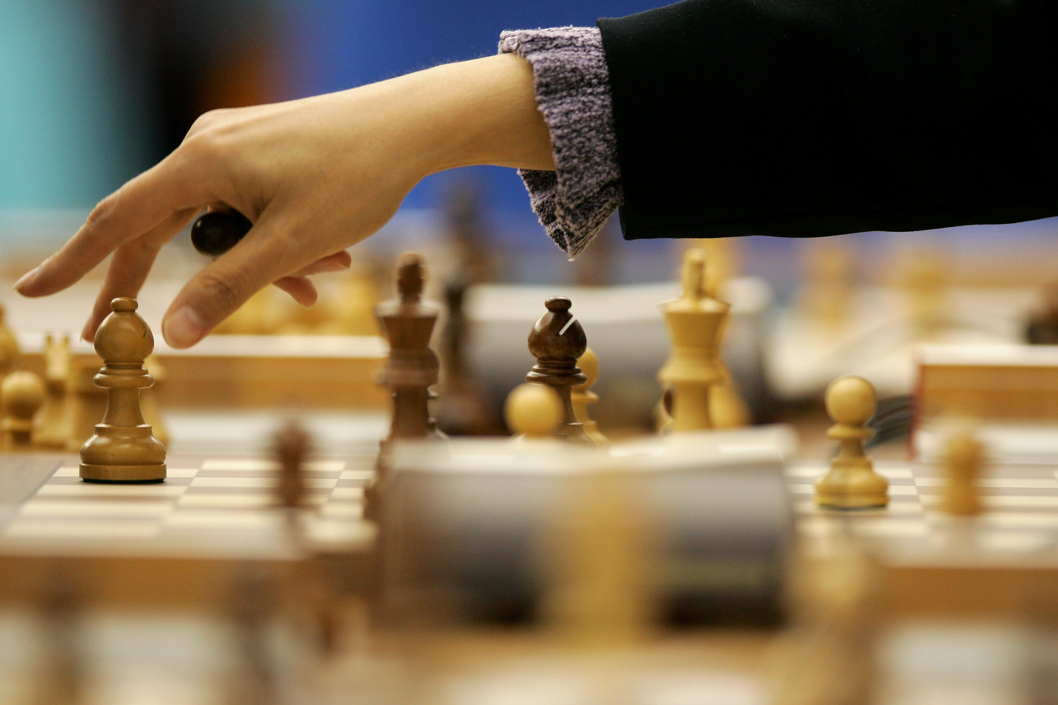 Chess player banned by Iran for not wearing a hijab