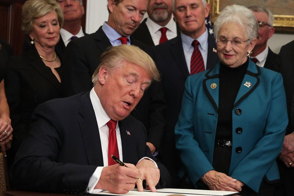 Bypassing Congress, Trump Signs Executive Order to Cripple Obamacare