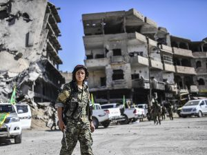 Kurdish female fighters of the Syrian Democratic Forces (SDF) in Raqqa on October 19, 2017 after retaking the city from Islamic State (IS) group fighters.