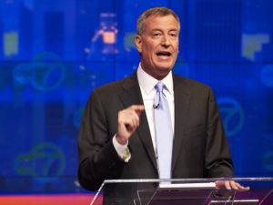 New York City Democratic mayoral candidate Bill de Blasio speaks during the first televised debate against Republican mayoral candidate Joe Lhota Noticias in October 2013.