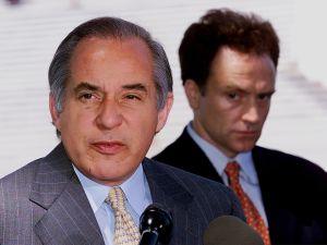 Former U.S. Senator Robert Torricelli (L).