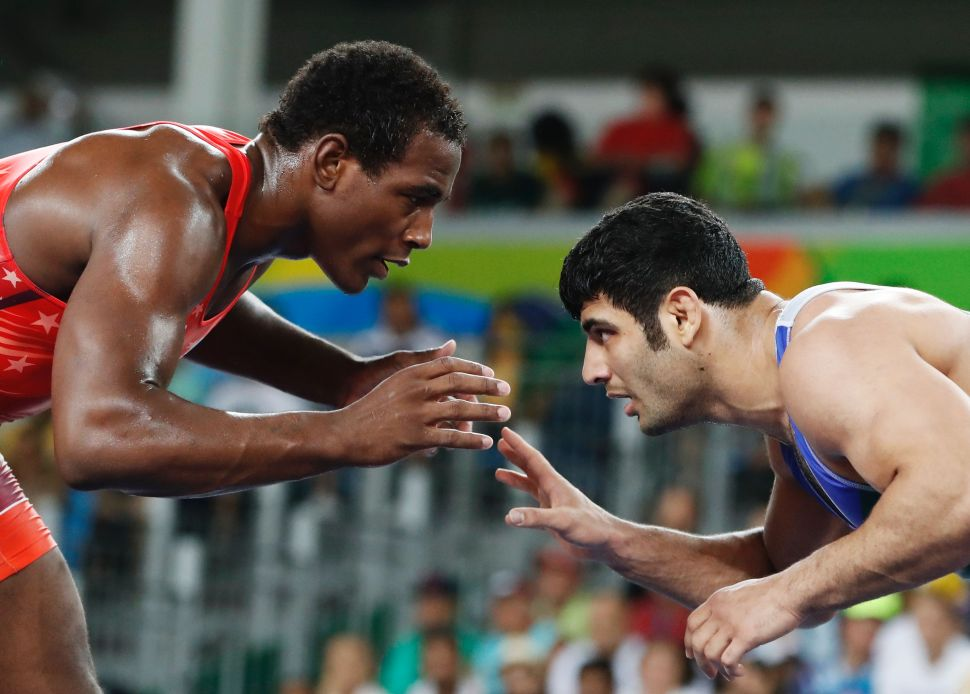 Desperate to Not Compete Against Israeli Wrestler, Iranian Throws Match