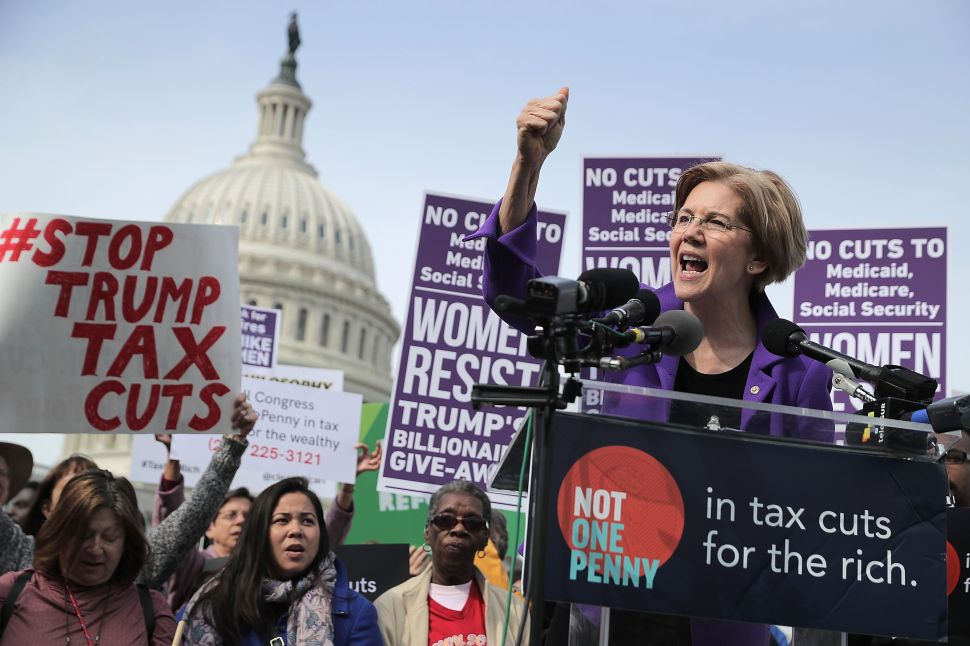 Elizabeth Warren Fundraises Off Donald Trump's 'Pocahontas' Insult