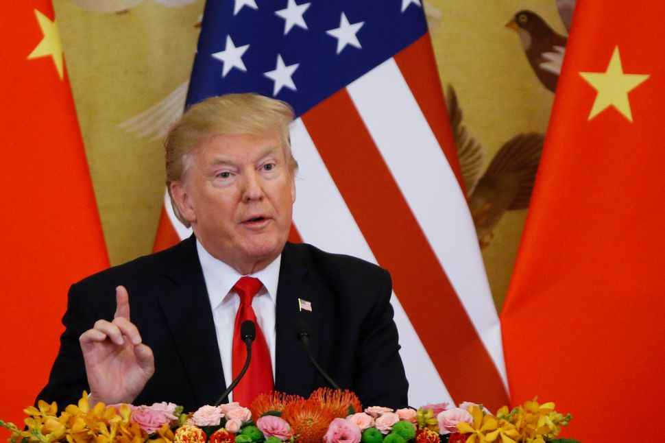 China Advocates Globalization as Trump Reverts Back to 'America First'