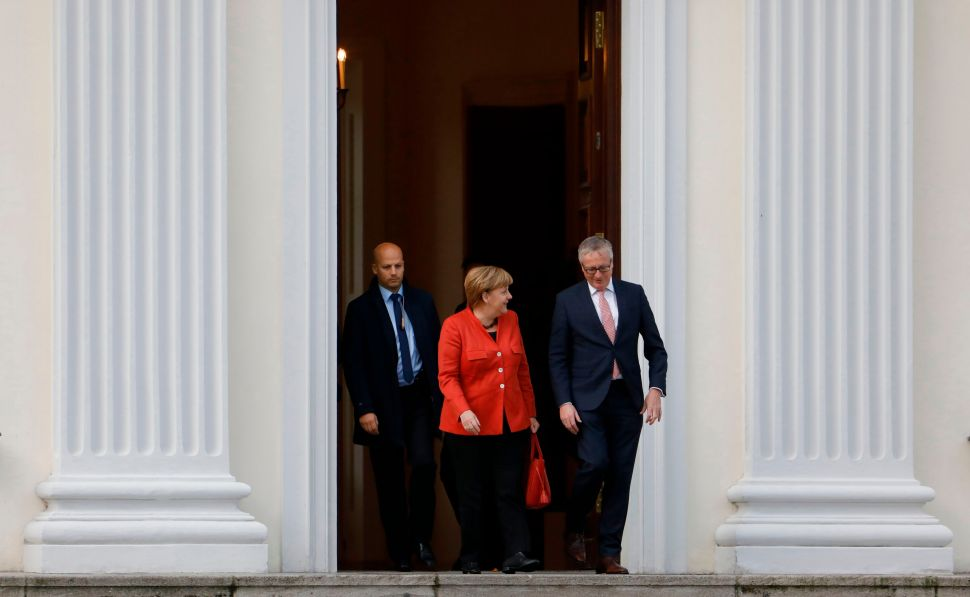 Angela Merkel Fails to Build Coalition, Germany in Crisis