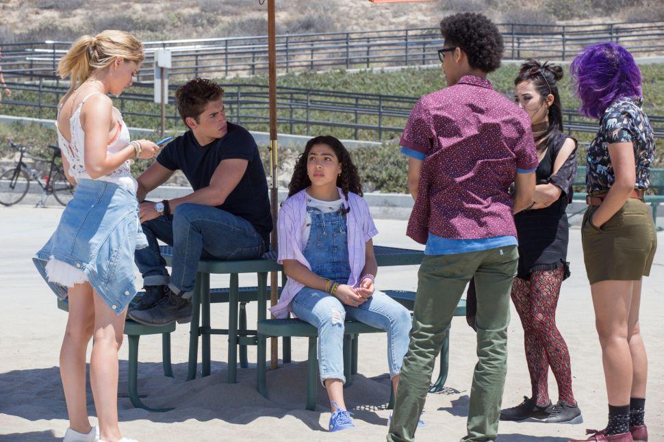 Josh Schwartz Says 'Runaways' Is More About Teen Drama Than Superheroes