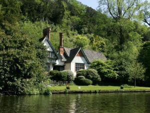 The three-bedroom Spring Cottage at Cliveden House sits along the River Thames.