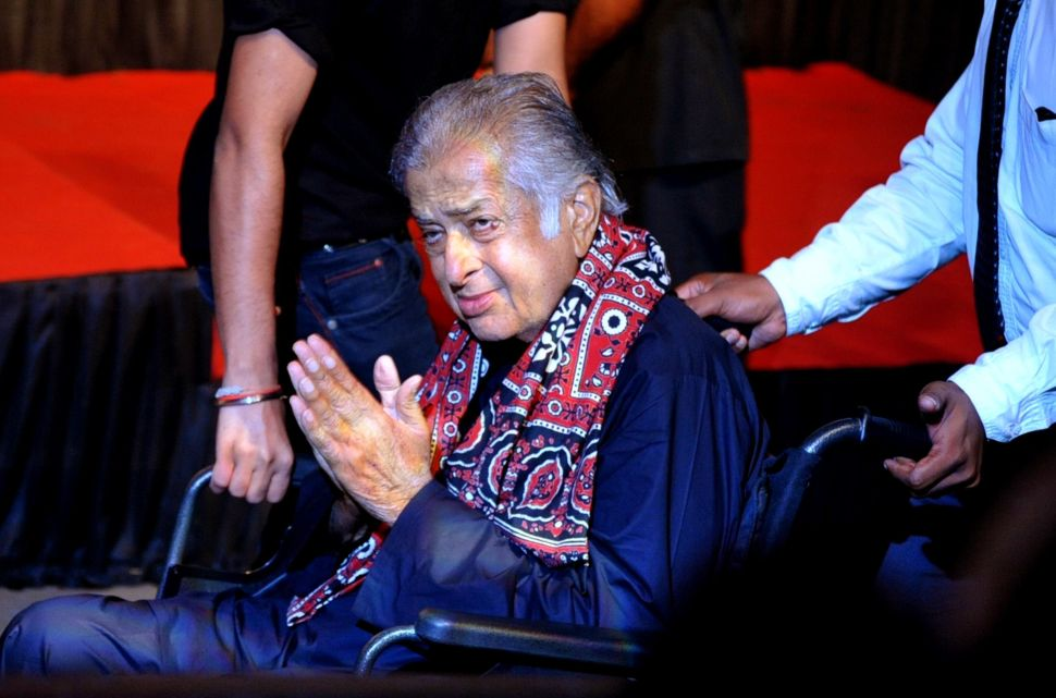 Popular Bollywood Actor Shashi Kapoor Has Passed Away