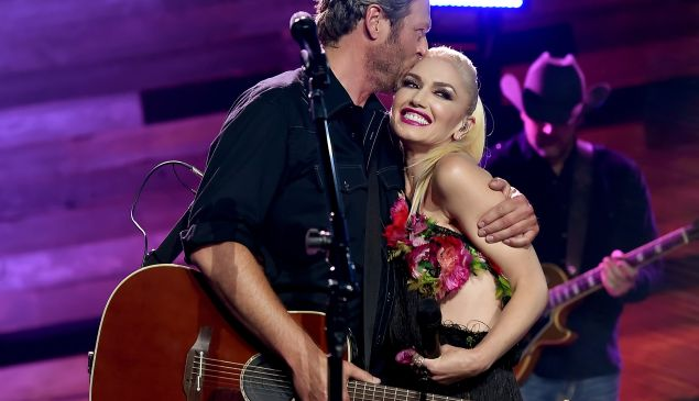 Singers Blake Shelton (L) and Gwen Stefani perform on the Honda Stage at the iHeartRadio Theater on May 9, 2016 in Burbank, California.