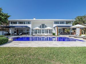 Rosie O'Donnell sold her West Palm Beach compound. Click through to see inside.