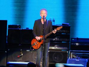 Lindsey Buckingham is testing out the Brentwood real estate market once again.