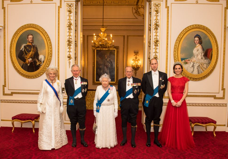 Buckingham Palace Is Hiring a Live-In Senior Palace Attendant