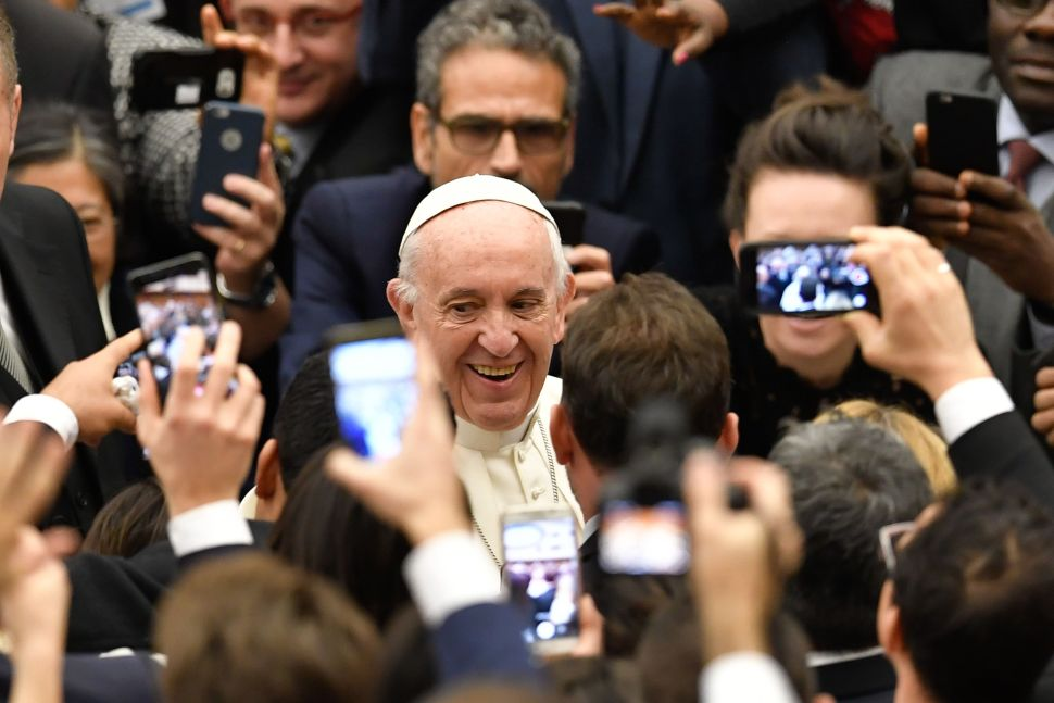 Pope Francis Slams Fake News, Offers Smart Solution