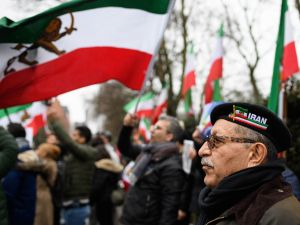 LONDON, ENGLAND - JANUARY 02: A man weaing an Iran beret stands with anti-regime protestors as they demonstrate outside the Iranian embassy on January 2, 2018 in London, England. Protests in Iran have seen at least 12 people die during violent clashes over recent days. (Photo by )
