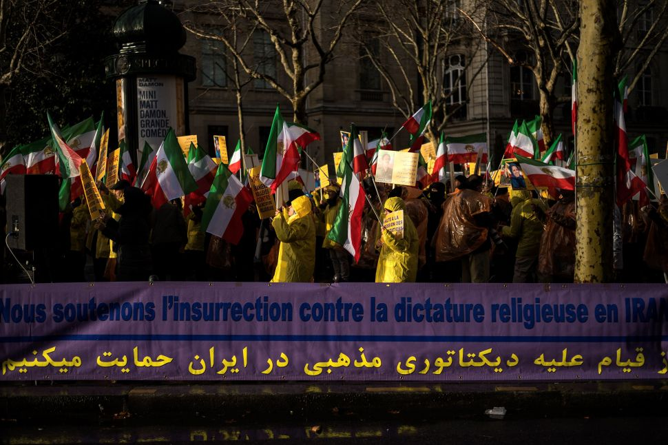 Iran Muffles Protests Fed by Economic Unrest