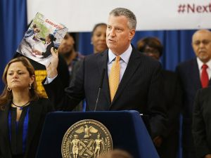 Mayor Bill de Blasio lays out his 10-year approach to fixing New York City's ailing public housing authority at Johnson Houses Community Center in Harlem on May 19, 2015 in New York City.(Photo by Spencer Platt/Getty Images)