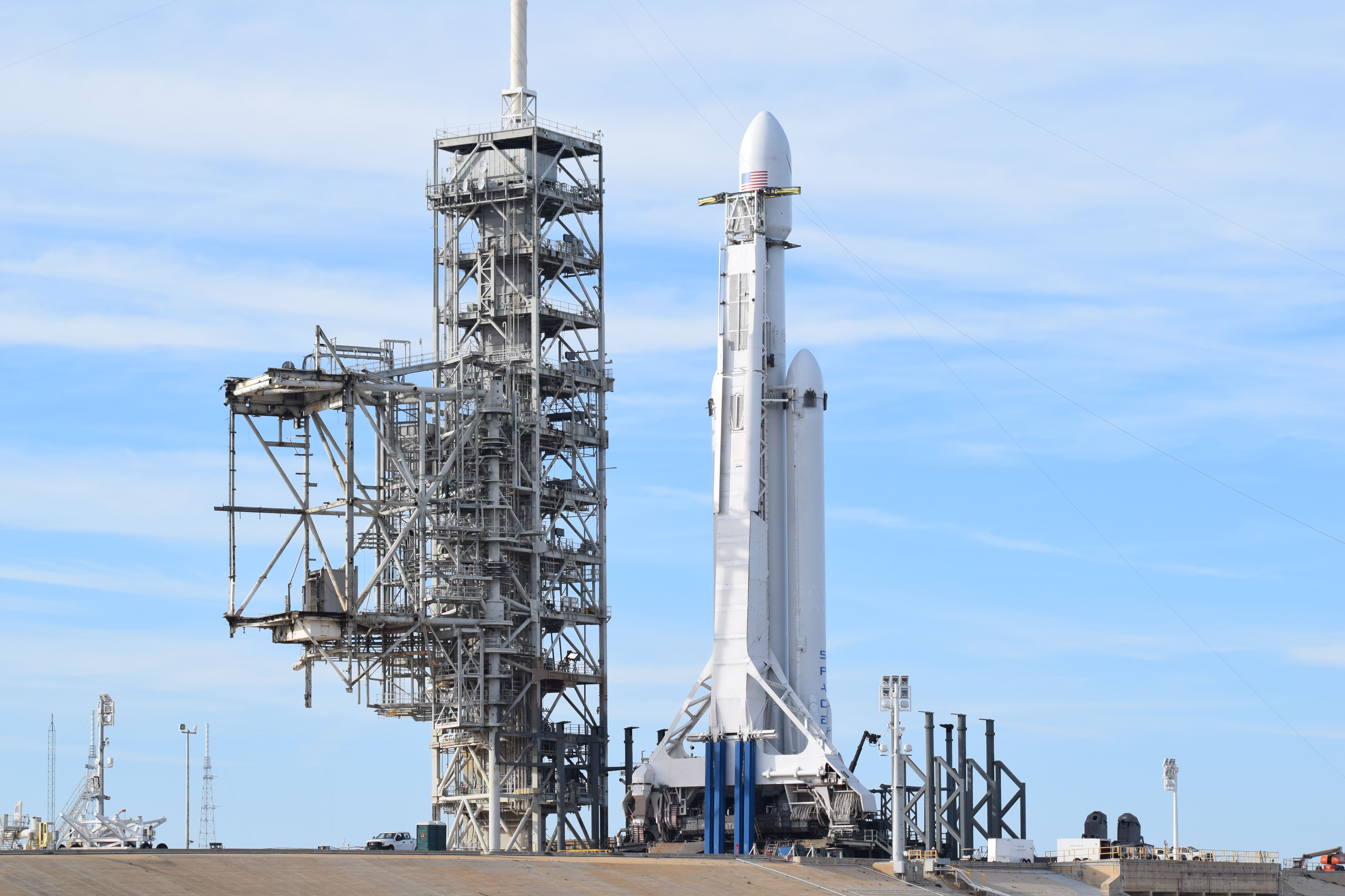 Spacex Successfully Launches Falcon Heavy Rocket On Maiden