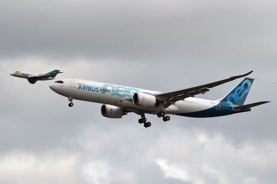 'Seamless' New In-Flight Wi-Fi Initiative Ignores User Security